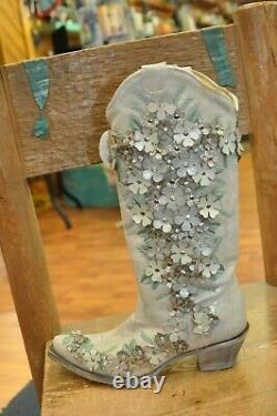 Corral A3600 White Floral Overlay Embroidered Stud and Crystals