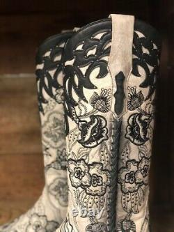 Corral Women's Black & White Floral Embroidered Snip Toe Western Boots C3566