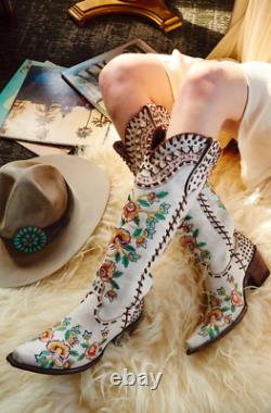 Ddl026-1 Double D Ranch Almost Famous Crackled White Embroidered Floral Tall 17